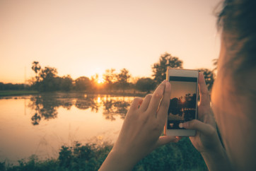 Photographing sunset with a phone